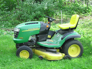 John Deere Lawn Tractor with lawn mower